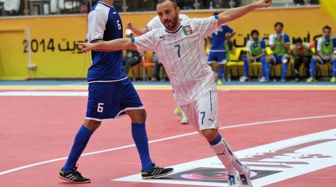 L'orange De Luca trascina l'Italia alla vittoria nella gara d'esordio della Futsal Continental Cup