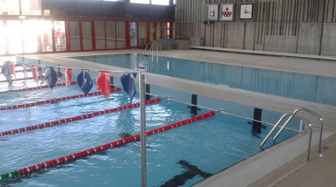La piscina di asti pi fruibile e funzionale dopo la for Piscina comunale asti