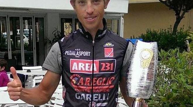 Un grande Andrea Gallo sale sul podio della Granfondo Nove Colli