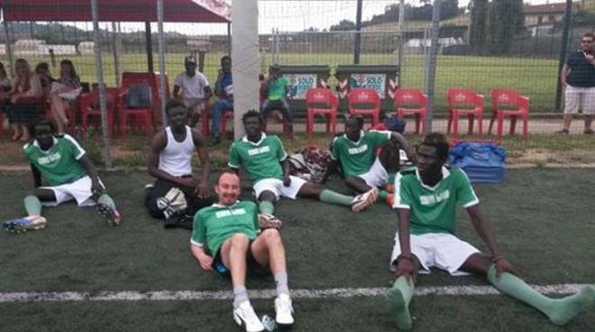 Il torneo ''Calcio a 5 Senza Frontiere'' vinto dai ragazzi di crescere insieme e Cpia Asti Sud (foto)