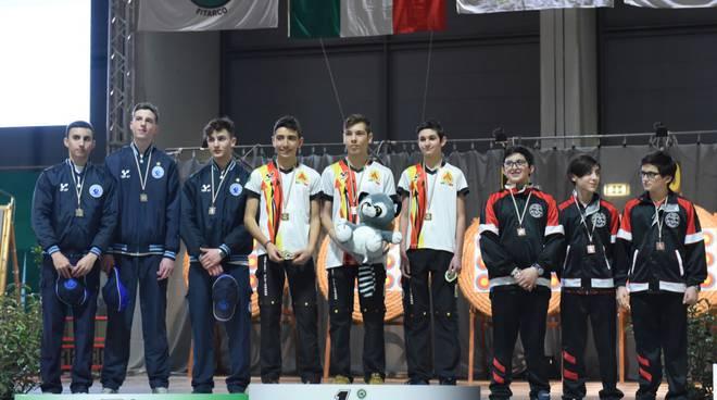 podio simone dezzani squadre italiani indoor 2019