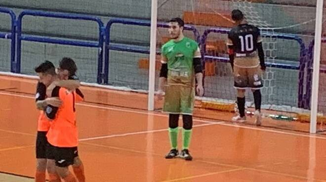 orange futsal ossi
